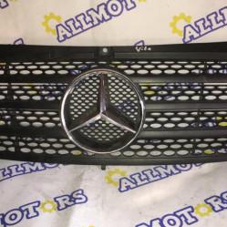 Mercedes-Bеnz Vito 2004 год, решётка радиатора