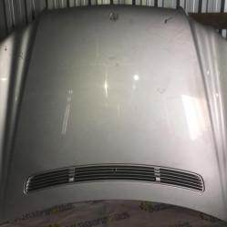 Mercedes-Benz W211, капот