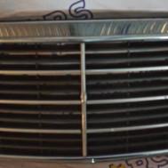 Mercedes-Benz W140 1996 года, решётка радиатора